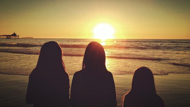 girls-324685_640