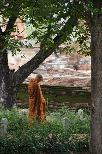 monk-184390_640