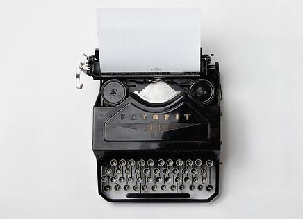 typewriter-498204_640-001