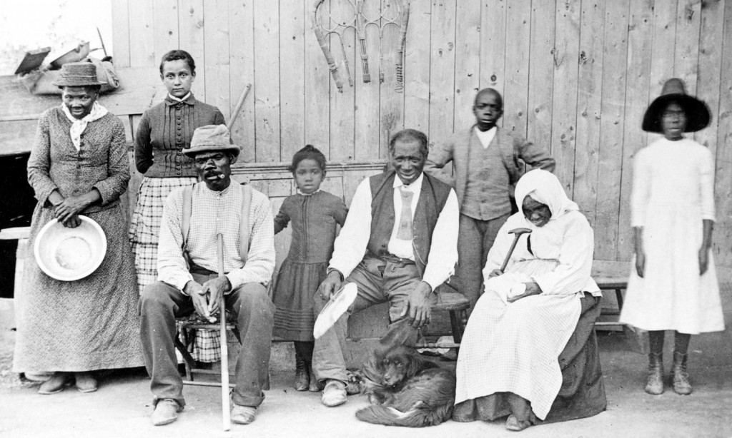 Harriet_Tubman,_with_rescued_slaves,_New_York_Times (1)