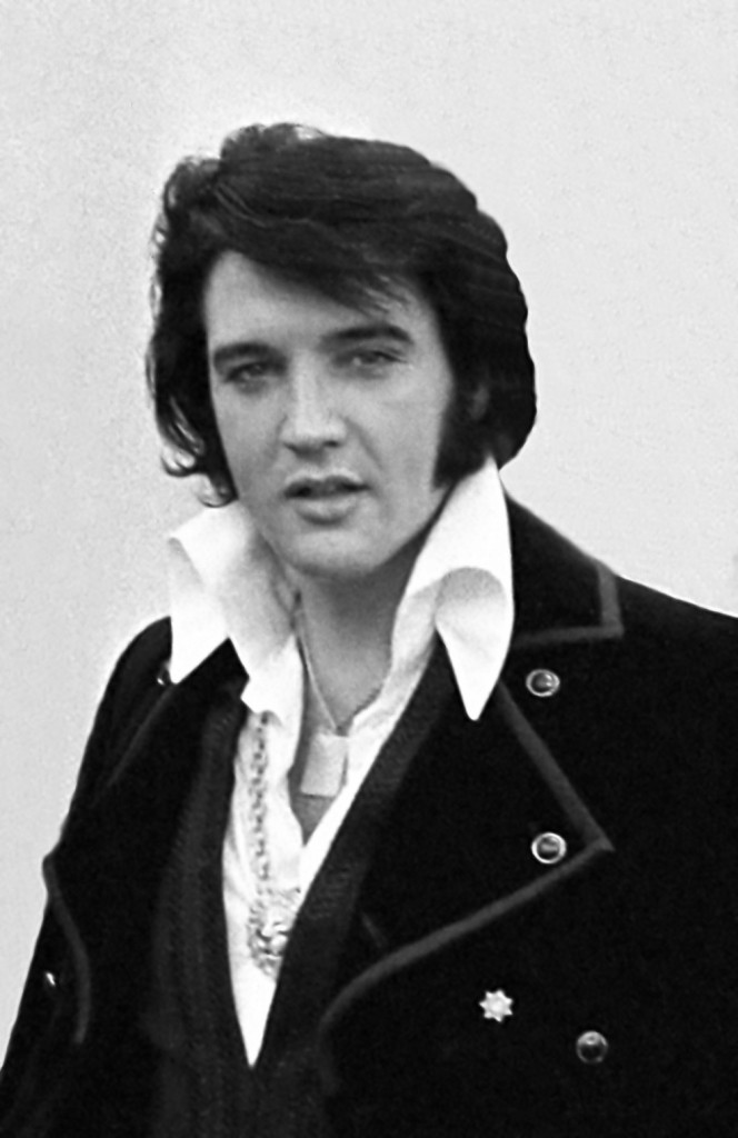 """""""Elvis Presley 1970"""" by Ollie Atkins, chief White House photographer at the time. See ARC record. - This is a cropped and retouched version of Image:Elvis-nixon.jpg, a White House photograph by Ollie Atkins via http://www.archives.gov/exhibits/nixon-met-elvis/. Licensed under Public Domain via Wikimedia Commons -"""