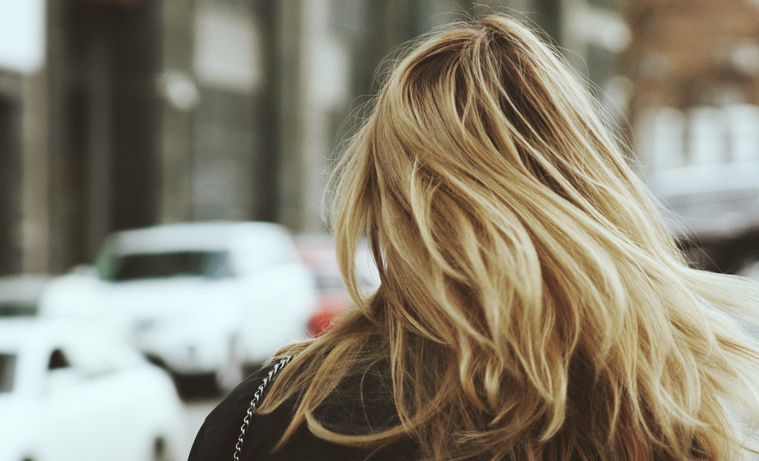girl-woman-hair-blonde-city